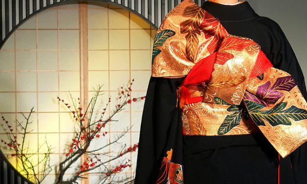 How to wear Kimonos in style?